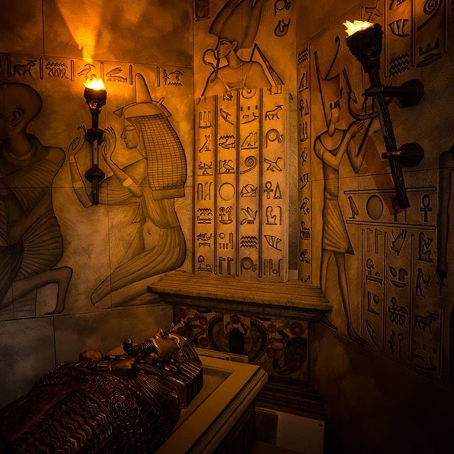 Challenge your brain 🧠 in our escape rooms! Book your game now at Questroom.com . . . . . #laescaperoom #laweekly #mydayinla #escaperoom #roomescape #puzzlegame #60minutes #entertainment #realescapegame #canyouescape #redgiant #ktown #losangelesescaperoom #teambuilding #losangeles #losangelesevents #questroomla #theroomla #familyfun #thequestmakers #LAescaperooms
